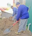 Rosie & Ian digging